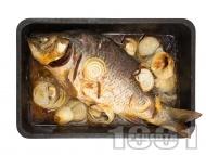 Рецепта Пълнен шаран с праз лук, гъби, домат и орехи за Никулден печен на фурна